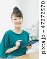 タブレット 女性 人物の写真 47272570