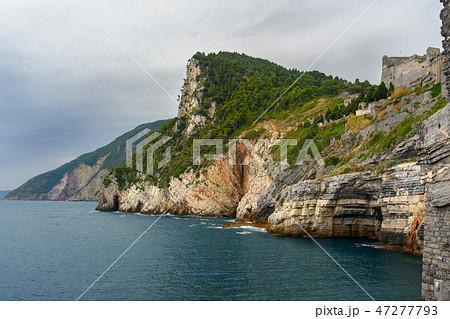 Cliff sea with Grotta di Lord Byron in Portovenere 47277793
