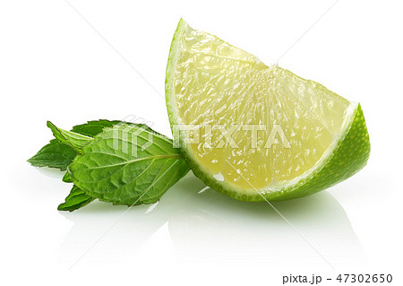 Fresh lime slice and mint leaves 47302650