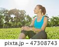 座っている 運動 女の子の写真 47308743