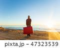 旅行 スーツケース 人の写真 47323539