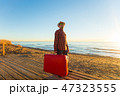旅行鞄 人 男の写真 47323555