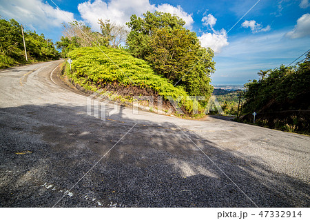 Beautiful Mountain road at sunny summer day 47332914