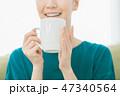 ティータイム 女性 マグカップの写真 47340564