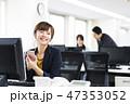 ビジネス オフィス スマホの写真 47353052