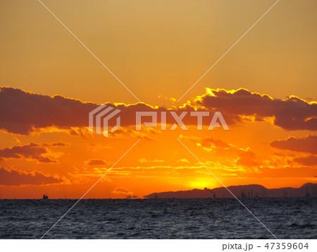 稲毛海岸から見た夕日の沈んだ後の夕焼け 47359604