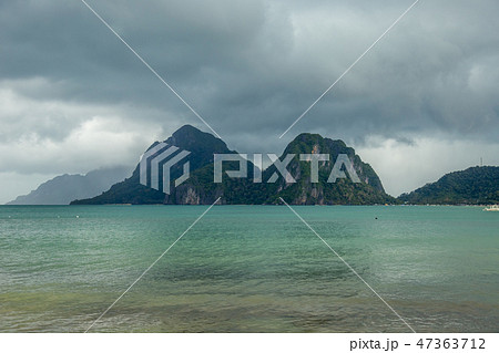 Landscape of Palawan, El Nido. Ocean and rock islands in background. Cloudy stormy sky after taifun 47363712