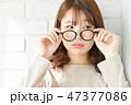 若い女性 アジア人 メガネの写真 47377086