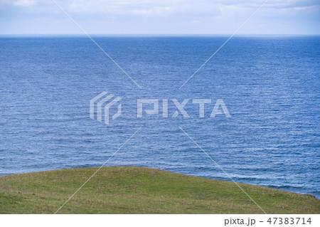《与那国島》海と牧草地 47383714