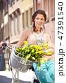 女性 自転車 ショッピングの写真 47391540