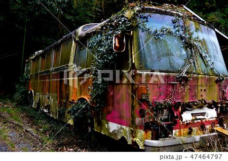 錆びついたバス 47464797