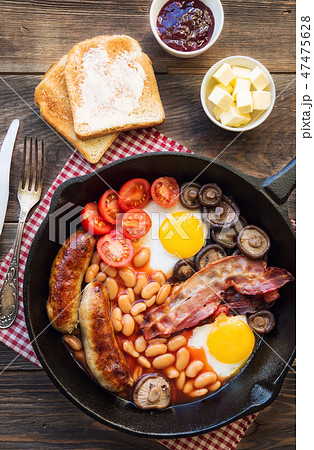 English breakfast in iron skillet 47475628