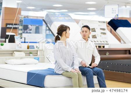 ホームセンター 夫婦 ショッピング 47498174