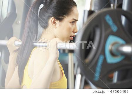 53380a57c3107 女性 フィットネスジム スポーツウェアの写真素材 [47506495] - PIXTA