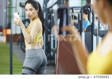 fd5f30432294f 女性 フィットネスジム スポーツウェアの写真素材 [47506685] - PIXTA