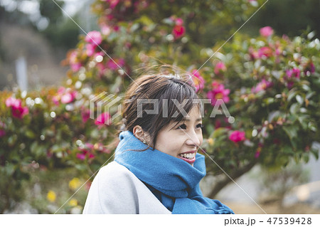 冬の女性 47539428