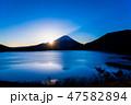 富士山 本栖湖 日の出の写真 47582894