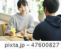 カフェ デート カップルの写真 47600827
