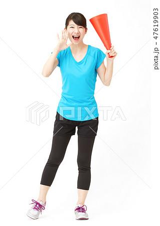 女性 スポーツ 応援 47619903