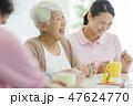 シニア女性 介護施設 47624770