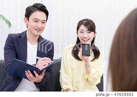 日本ユニバーサルマナー協会監修素材 ビジネスシーン 音声認識ソフト 47629301
