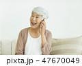女性 シニア 通話の写真 47670049