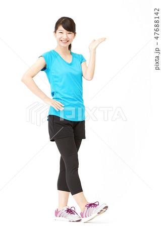 女性 スポーツ 案内 47688142