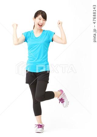 女性 スポーツ ガッツポーズ 47688143