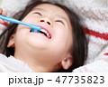 歯磨き 女の子 笑顔の写真 47735823