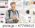 女性 ショッピング 買い物の写真 47749413