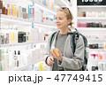 女性 ショッピング 買い物の写真 47749415