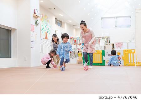 幼稚園、保育園、保育士、遊ぶ 47767046