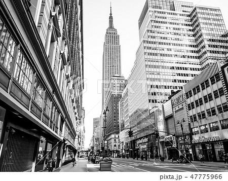 ニューヨーク 7番街から見るエンパイア・ステートビルの写真素材 ...