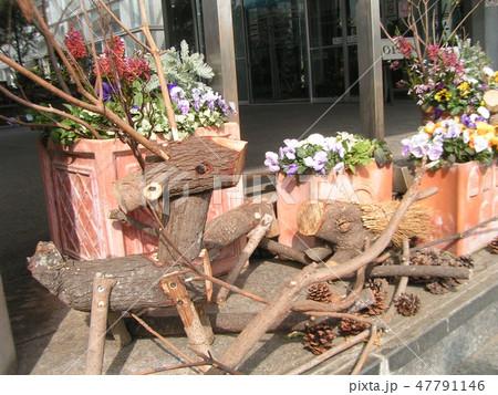 木材の子トナカイと子イノシシのオブジェ 47791146