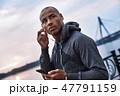 アフリカ人 イヤホン 男性の写真 47791159