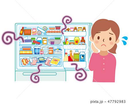 乱雑な冷蔵庫と困る女性 47792983