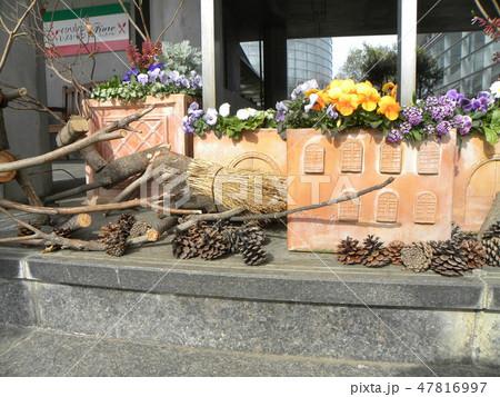 木材のトナカイと子イノシシのオブジェ 47816997