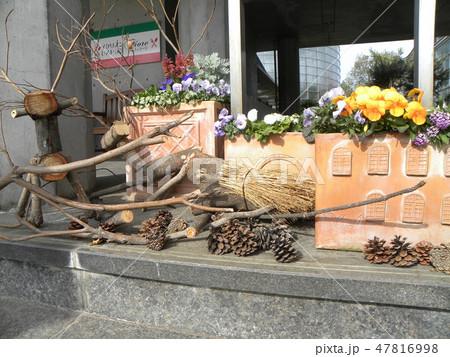 木材の子トナカイと子イノシシのオブジェ 47816998