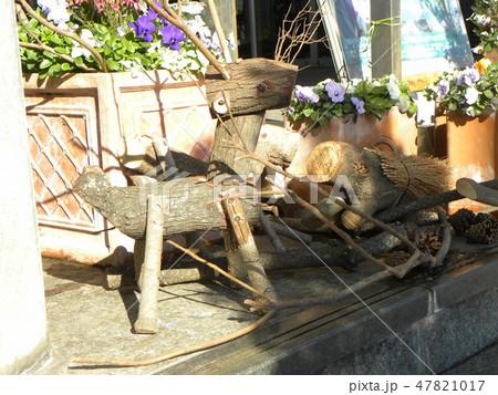 木材の子イノシシと子トナカイのオブジェ 47821017