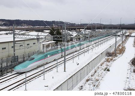 冬の八戸市街を行く、東北新幹線E5系 47830118