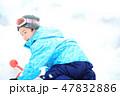 雪を楽しむ子供 47832886