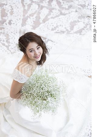 ウエディングドレスの女性 47866027