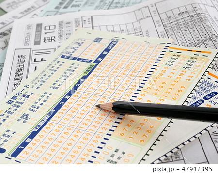 競輪投票カードと鉛筆のアップ 47912395