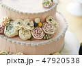 ピンクのフラワーデコレーションケーキ 47920538