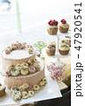 ピンクのフラワーデコレーションケーキ 47920541