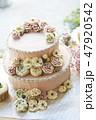 ピンクのフラワーデコレーションケーキ 47920542