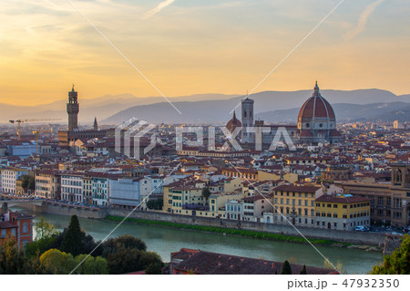 Sunset view of Florence skyline in Italy 47932350