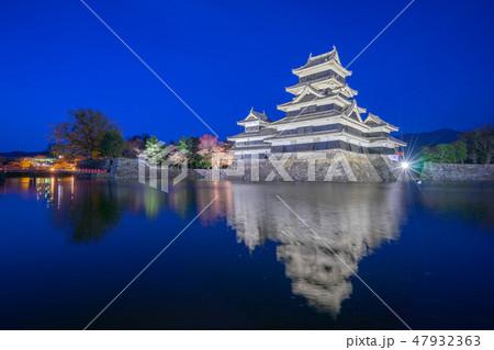 Matsumoto Castle at night in Nagano, Japan 47932363