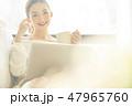 女性 ライフスタイル ノートパソコンの写真 47965760