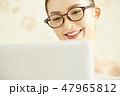 女性 ノートパソコン ライフスタイルの写真 47965812
